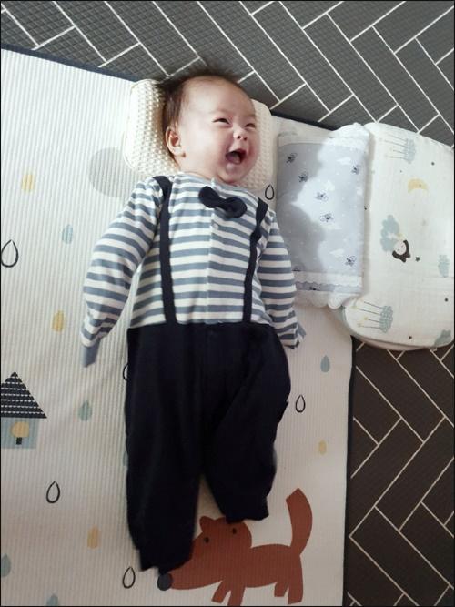 하루하루 아기가 커나가는 모습을 보는것은 가장 큰 행복이다.