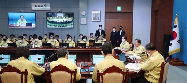 문재인 대통령이 31일 청와대에서 열린 국무회의에서 발언하고 있다.
