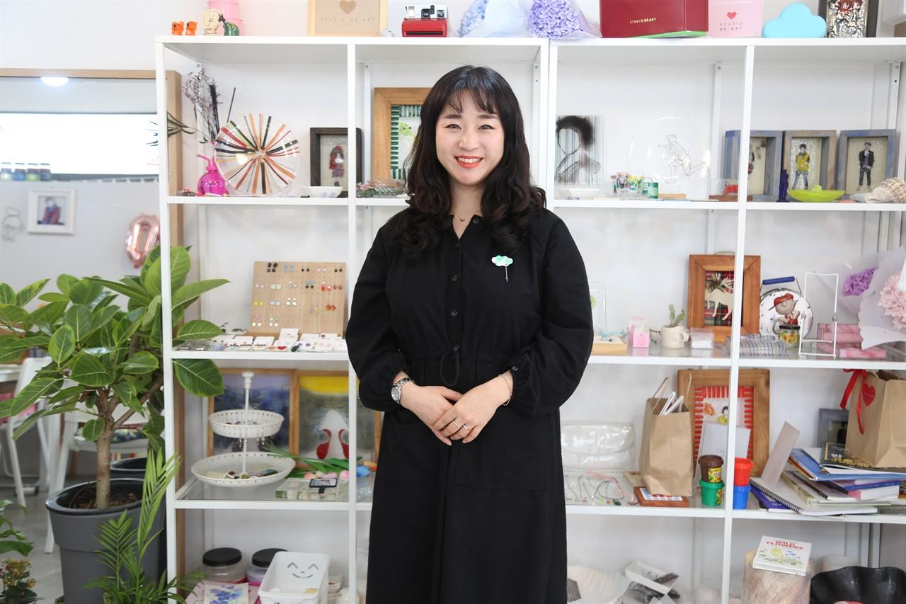 유리공예가 최홍은 작가