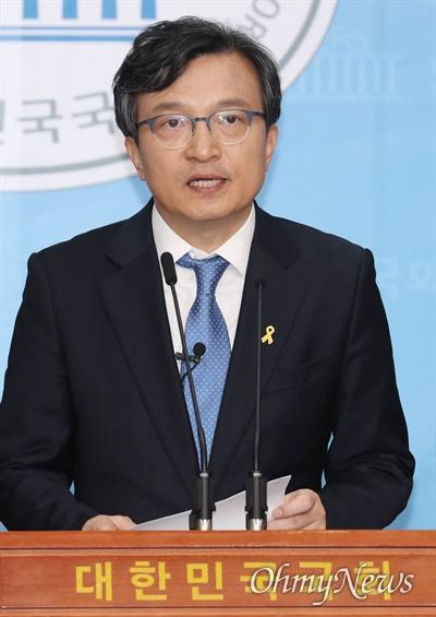 열린민주당 김의겸 비례대표가 1일 오후 서울 여의도 국회 소통관에서 언론개혁 공약을 발표하고 있다.