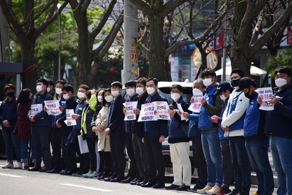 100여 명의 민주노총 조합원들이 경총 해체를 요구하는 결의대회에 참석했다.