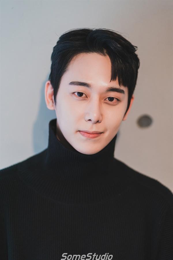 연극 <지구를 지켜라>의 배우 채진석.