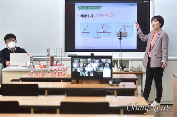 박남춘 인천시장이 4월 2일 인천 초은고등학교를 방문한 정세균 국무총리와 '코로나19' 대응 원격교육 현장을 참관했다.