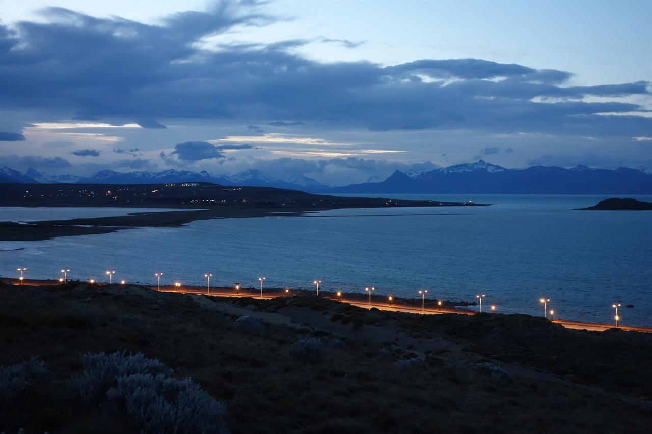 엘 칼라파테. 밤 10시인데 초저녁 풍경이다.