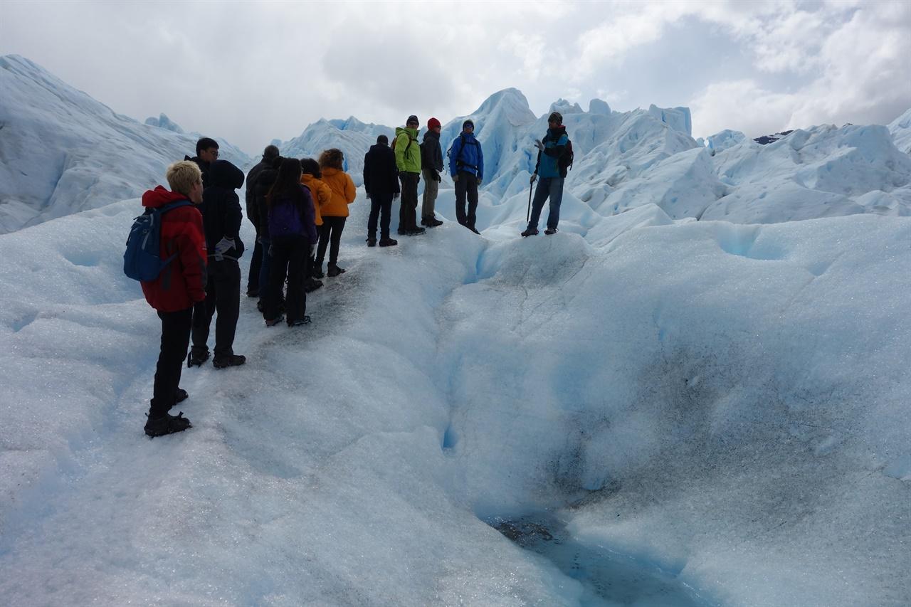 빙하 트레킹. 오묘한 풍경속을 걷노라면 피안의 세계로 들어가는 듯한 기분이든다.