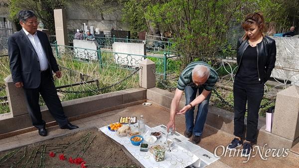 카자흐스탄 알마티 고려인들의 한식 풍경. 지난해 4월 5일 릐스꿀로바 공동묘지.