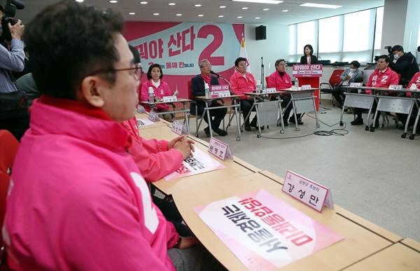 미래통합당 김종인 총괄선거대책위원장이 6일 오전 서울 영등포구 미래통합당 당사에서 열린 서울 현장 선거대책위원회 회의에서 발언하고 있다.