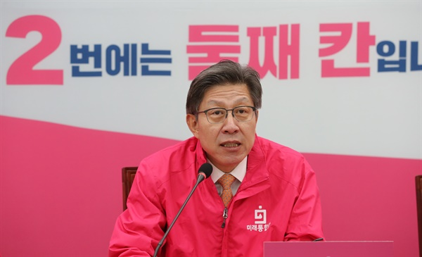 선거전략대책회의에서 발언하는 박형준  미래통합당 박형준 공동선대위원장이 7일 오전 서울 여의도 국회에서 열린 선거전략대책회의에서 발언하고 있다.