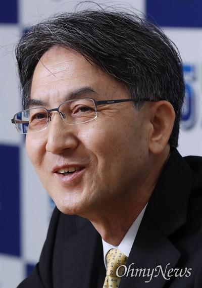 정필모 더불어시민당 수석대변인이 7일 오마이뉴스와 인터뷰에서 4.15 총선 전략을 밝히고 있다.