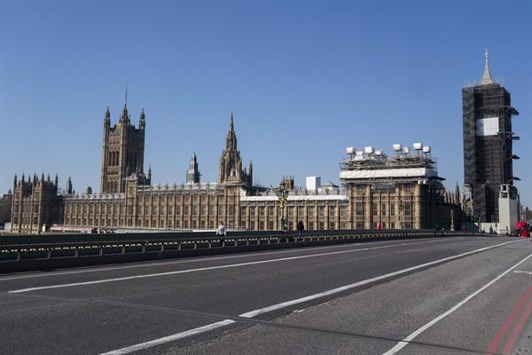 3월 25일 영국 런던 국회의사당 전경