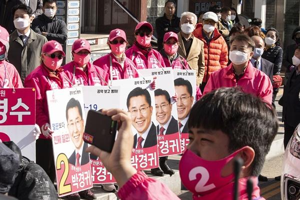 미래통합당 김종인 총괄선대위원장은 7일 오후엔 공주·부여·청양, 아산, 천안을 찾아 지원유세에 나섰다.
