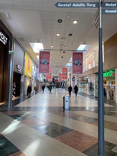 스웨덴 예테보리에 위치한 대형 쇼핑몰 놀드스탄(Nordstan)의 전경. 평소 쇼핑객으로 붐비는 곳이지만 현저히 이용객이 줄어들었다.