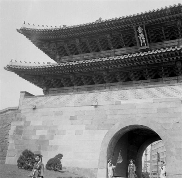 조원재가 도편수로 맡아 완공된 1965년 숭례문의 모습
