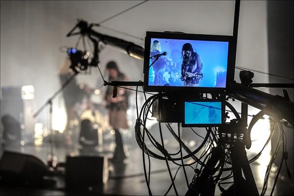 록밴드 '빌리 카터'가 7일 오후 세종문화회관 S씨어터에서 무관객 라이브 공연을 하고 있다. 이 공연은 네이버TV 플랫폼으로 스트리밍됐다.