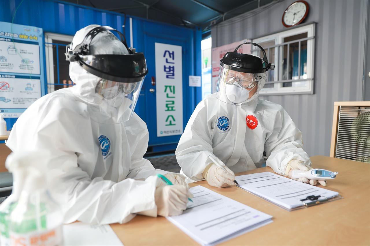 아산시가 고위험 집단시설 종사자와 간병인 등 1431명에 대해 코로나19 검사를 실시한 결과 '전원 음성'으로 나타났다
