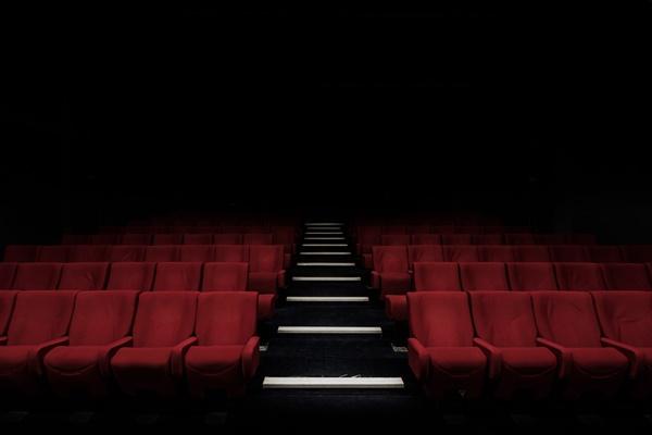 코로나19로 극장이 문을 닫으면서 연극인들이 힘겨운 시간을 보내고 있다.