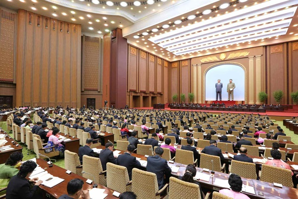 북한, 12일 평양 만수대의사당에서 최고인민회의 개최 북한의 최고 주권기관인 최고인민회의 제14기 제3차 회의가 4월 12일 만수대의사당에서 진행되었다고 노동당 기관지 노동신문이 13일 보도했다.