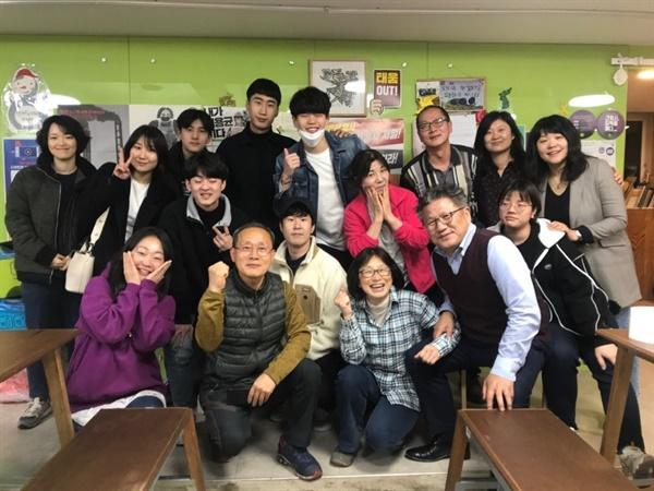 우리 시대의 노동과 인권에 관한 배우 교육을 마친 '2020 연극 전태일' 배우들