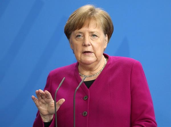 코로나19 기자회견하는 메르켈 독일 총리 앙겔라 메르켈 독일 총리가 9일(현지시간) 베를린 총리실에서 내각회의 뒤 신종 코로나바이러스 감염증(코로나19) 확산방지 대책에 관한 기자회견을 하고 있다.