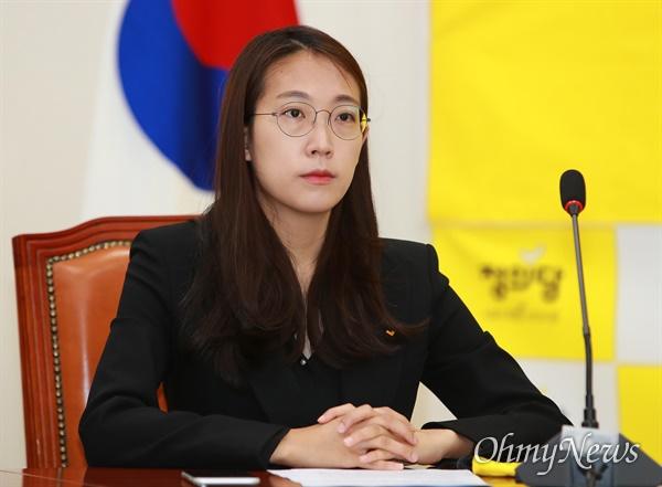 정의당 장혜영 비례후보 당선인이 16일 오전 여의도 국회에서 열린 21대 총선 선대위 해단식에 참석하고 있다.
