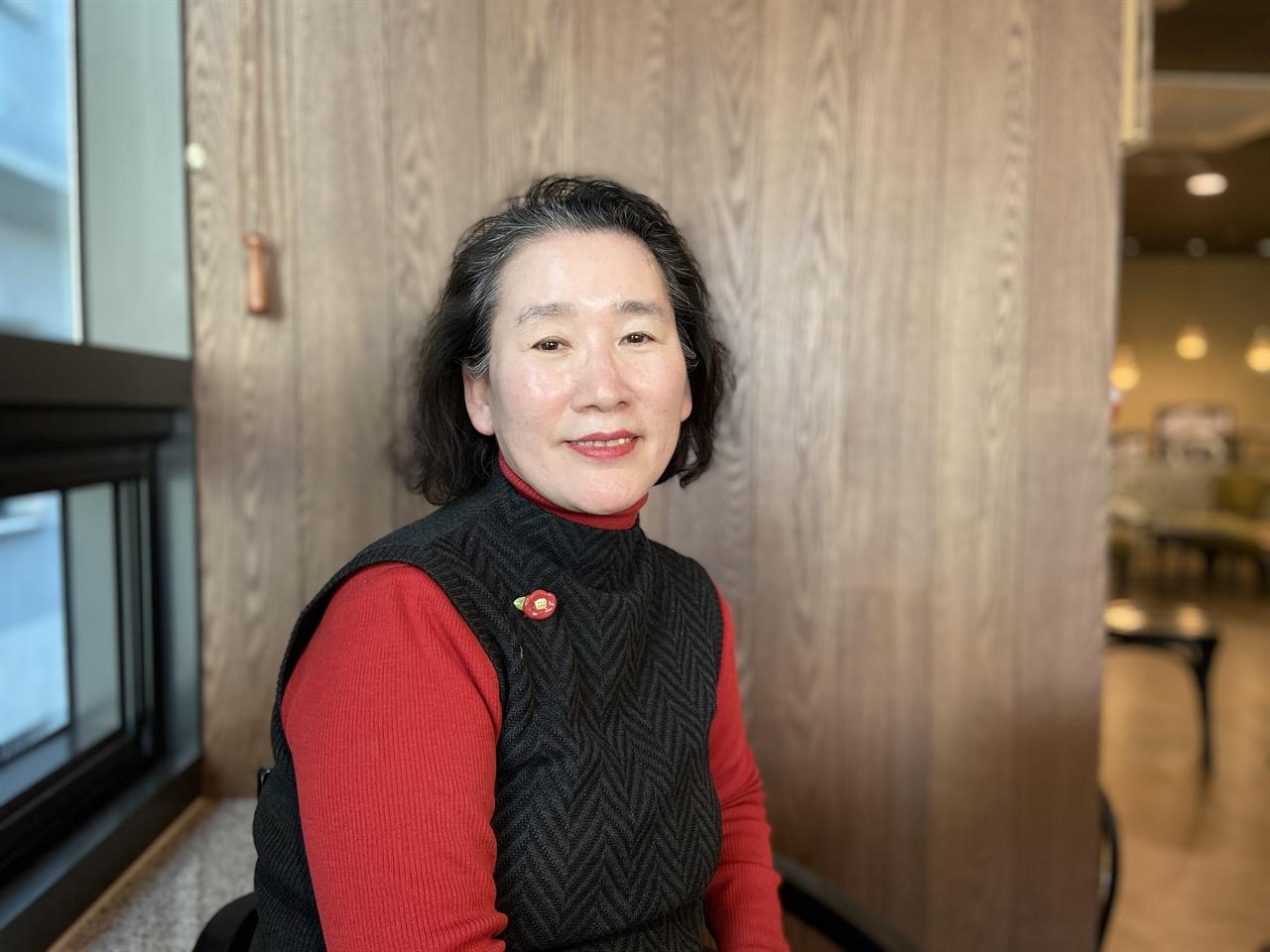 인터뷰하는 최성주 선생