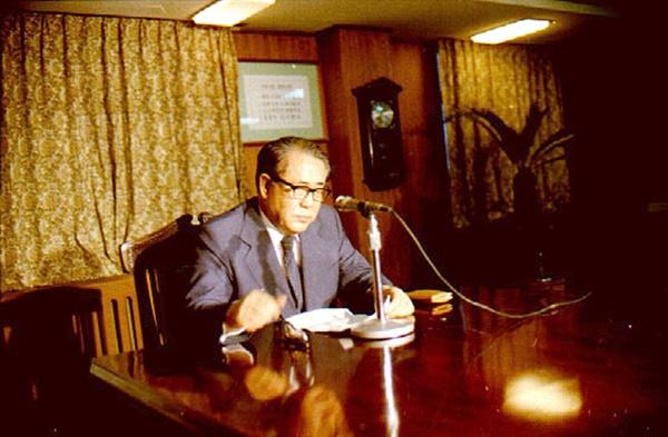 최규하 대통령, 재임 당시 광주 민주화운동에 대한 특별담화를 발표하고 있다(1980. 5. 25.).