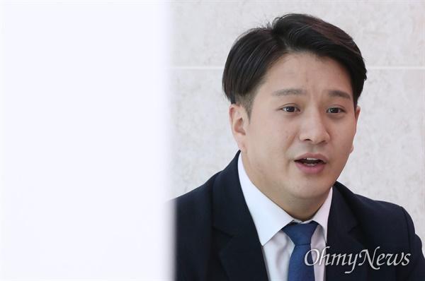 더불어시민당 비례대표 전용기 당선자가 22일 오전 서울 여의도 국회에서 <오마이뉴스>를 만나 향후 의정활동 계획을 밝히고 있다.