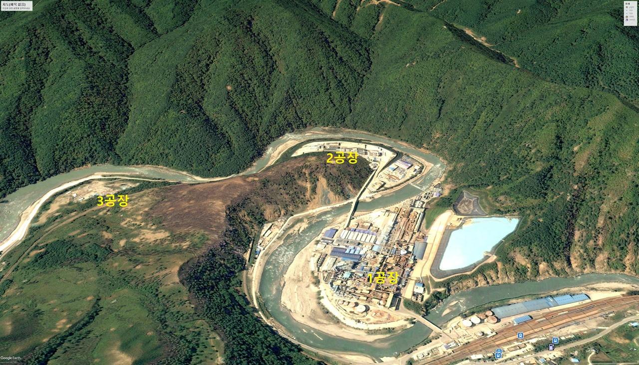 아연잔재를 처리하는 TSL 공장이 건설되기 전인 2004년 9월의 석포제련소. 1, 2공장 주변 일부를 제외하고는 산림훼손이 눈에 띄지 않는다.