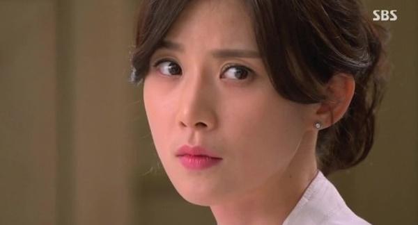 이보영은 <너의 목소리가 들려>로 SBS 연기대상과 백상예술대상 최우수연기상을 휩쓸었다.