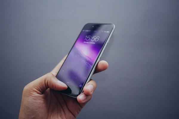 스마트폰을 하는 내가 마음에 들지 않았다. 나 완전히 중독됐구나 싶었다.