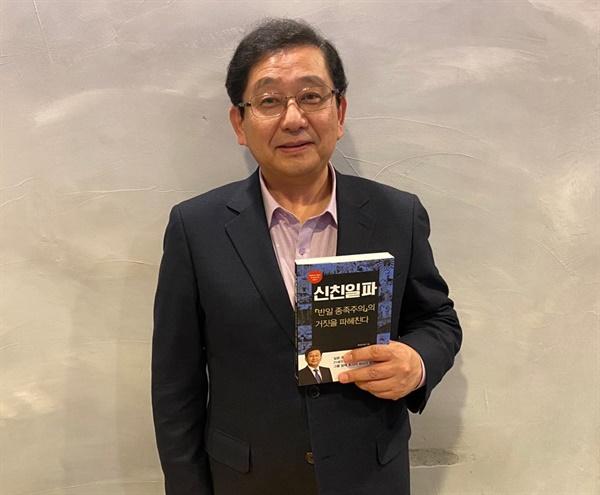 방긋 웃고있는 호사카 유지 교수님 .
