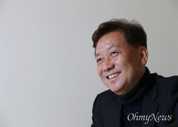 21대 총선에서 승리해 원내로 복귀하는 이광재 전 강원지사가 24일 <오마이뉴스>와 인터뷰에서 향후 의정활동 계획을 밝히고 있다.