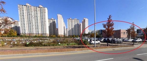 청주 오창2산단 내 도시민 텃밭농원으로 운영 중인 공유재산 일부 토지에 특정기업에 주차장을 조성하고 임대료 부과 없이 3년을 무상 임대해 관련법 위반이 도마위에 올랐다.