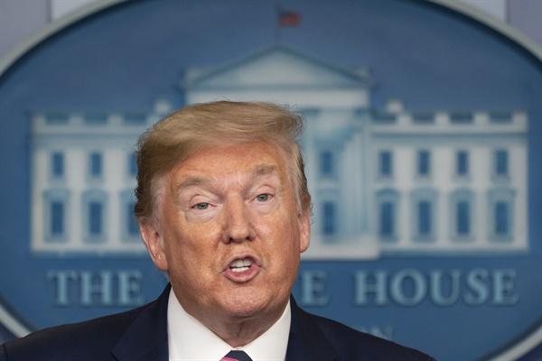 코로나19 TF 브리핑에서 말하는 트럼프 도널드 트럼프 미국 대통령이 24일(현지시간) 백악관에서 열린 신종 코로나바이러스 감염증(코로나19) 태스크포스(TF) 브리핑에 참석, 발언하고 있다.