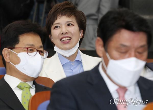 당선자 총회 참석한 김은혜 미래통합당 김은혜 당선인이 28일 오전 서울 여의도 국회에서 열린 당선자 총회에 참석하고 있다.