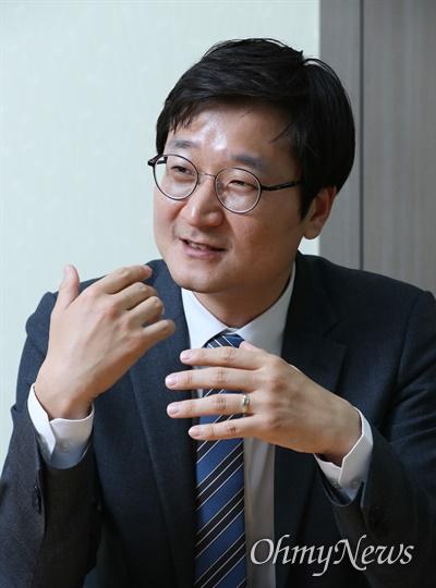 더불어민주당 장철민(대전 동구) 당선자가 28일 <오마이뉴스>와 인터뷰에서 향후 의정활동 계획을 밝히고 있다.