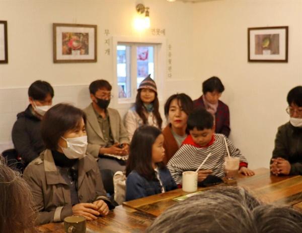 에너지전환활동가 모임 '햇살로'의 활동가들