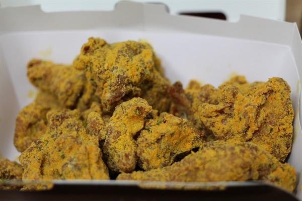 한 번이 두 번이 되고, 네 번이 열 번이 된다면? '밤 11시 치킨' 수로는 점점 깊게 파이고 어느덧 이제는 밤 11시만 되면 절로 치킨 생각이 나게 된다.