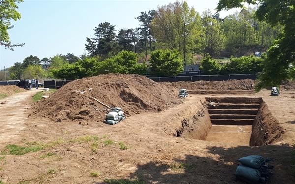 부여 화지산 유적(사적 제425호) 내 서쪽 구릉 일원에서 시굴조사가 진행되고 있다.