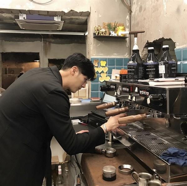 """김인욱 대표는 바리스타라는 일에 대해 """"매장에서 실무 경험만 있을 때의 한계점이 있다""""라고 설명했다."""