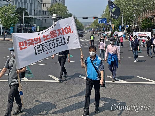 민주노총이 노동절인 1일 오후 2시부터 대학로에서 행진을 벌였다. 코로나19로 인해 간부급 조합원들만 행진에 참여했고, 집회는 온라인으로 대체됐다.