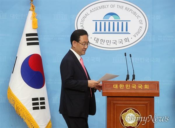 주호영 미래통합당 의원이 4일 오후 서울 여의도 국회 소통관에서 기자회견을 열어 원내대표 경선 출마를 선언했다.