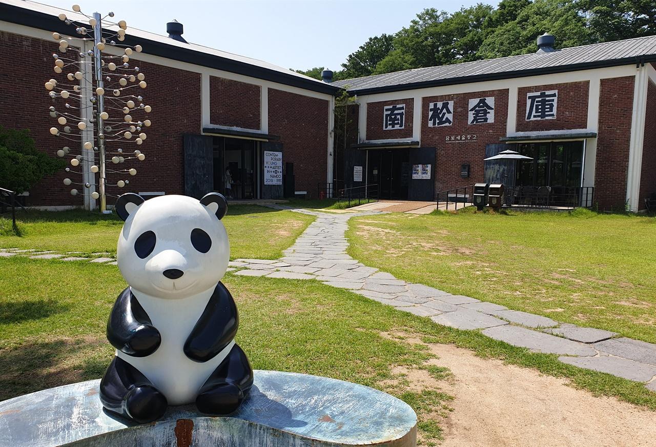 정부양곡 보관창고에서 변신한 담양 담빛예술창고. 방치됐던 양곡창고가 문화예술공간으로 재탄생했다.