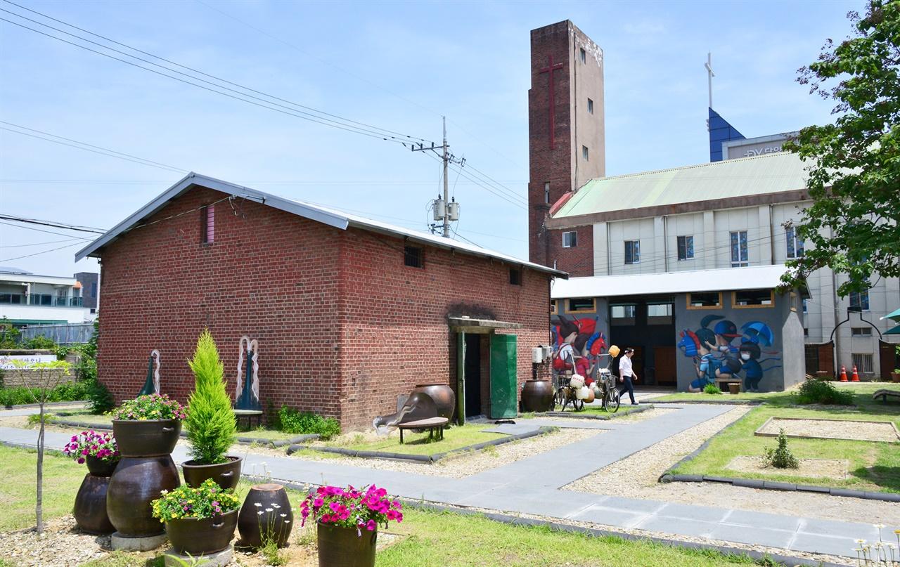 담양 해동문화예술촌 전경. 담양군이 도시재생사업의 하나로 옛 주조장을 개조해 만들었다.