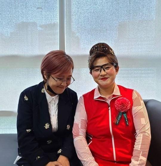 소속사 사장 송은이와 함께 자리한 신인가수(?) 둘째이모 김다비(김신영)