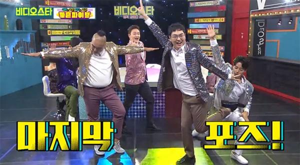 KBS 개그맨들로 구성된 마흔파이브는 데뷔 이후 '비디오스타'등 각종 예능에 출연해 자신들을 홍보하고 나섰다.