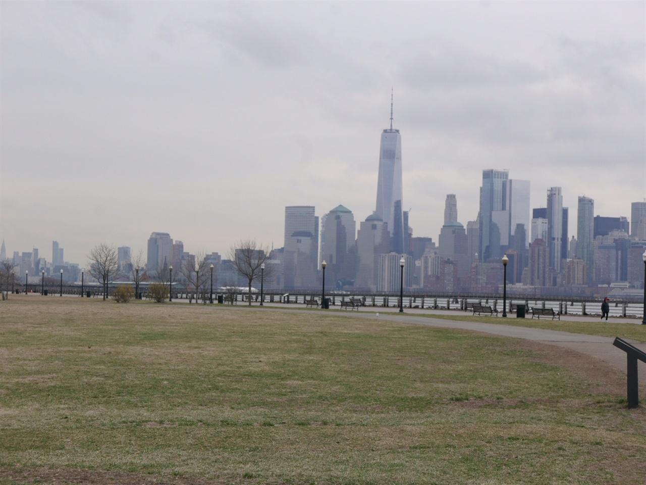 리버티 파크에서 바라본 뉴욕  뉴욕, 뉴저지 셧다운 전에 차를 타고 1시간 거리의 한적한 공원에 다녀왔다.