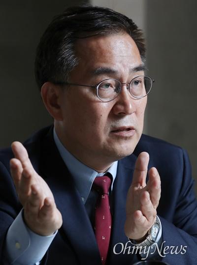 미래통합당 최형두(창원 마산합포구) 당선자가 8일 오후 서울 여의도 국회에서 <오마이뉴스>를 만나 향후 의정활동 계획을 밝히고 있다.