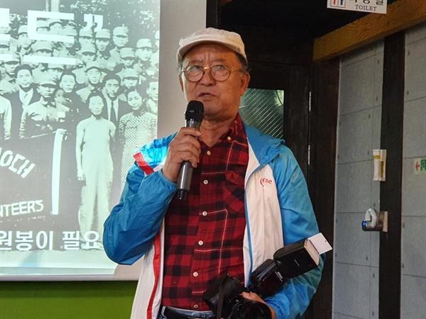 김세걸 선생의 트레이드 마크는 '카메라'였다. 늘 묵직한 카메라를 들고 다니며 행사사진 촬영을 도맡았다.