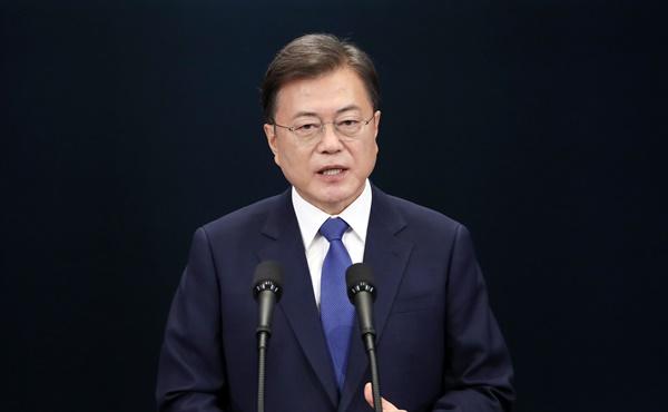 문재인 대통령이 취임 3주년을 맞은 10일 오전 청와대 춘추관에서 대국민 특별연설을 하고 있다.